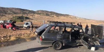 Kayseri'de 2 Otomobil Çarpıştı: 1 Ölü, 3 Yaralı