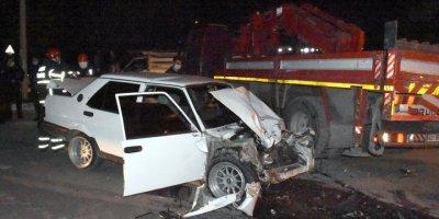 Aksaray'da Polisten Kaçan Otomobil Çekiciye Çarptı: Sürücü Hayatını Kaybetti