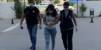 Antalya'da Yakalanan Kadın Hassas Bölgesinde Hassas Terazi Saklamış