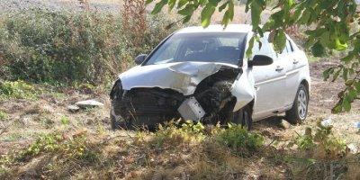 Konya'da Elektrik Direğine Çarpan Otomobil Devrildi: 3 Yaralı