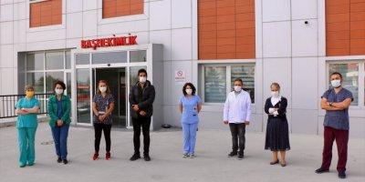 Kovid-19'dan Hayatını Kaybeden Sağlık Çalışanlarının Çocukları İçin Türkü Seslendirdiler