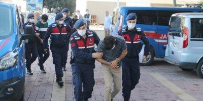 Antalya'da Bahçeden Avokado Çaldığı Belirlenen 2 Kişi Tutuklandı
