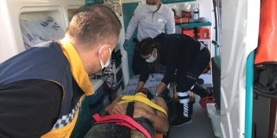 Antalya'da Çim Biçme Makinesiyle Kanala Düşen İşçiyi İtfaiye Kurtardı