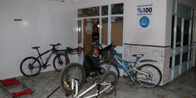 Tamir Edilen Hurda Bisikletler Çocukların Mutluluğu Oluyor