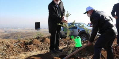 Konya'da Öğretmenler İçin Oluşturulan Hatıra Ormanına İlk Fidanlar Dikildi
