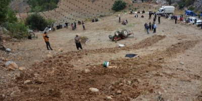 Antalya'da Devrilen Traktörün Sürücüsü Öldü