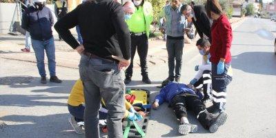 Antalya'da Motosiklet İle Otomobil Çarpıştı: 1 Yaralı