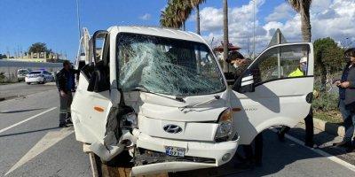 Antalya'da Kamyonetle Otomobil Çarpıştı: 1 Ölü