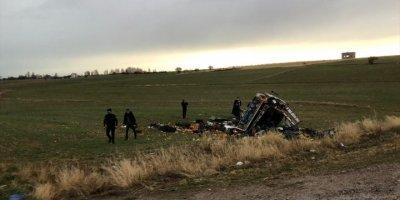 Beyşehir'de Sebze Yüklü Kamyonetin Devrilmesi Sonucu, Sürücüsü Ağır Yaralandı