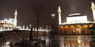 Karaman, Konya Ve Aksaray'da Kısıtlamanın Başlamasıyla Sokaklar Boş Kaldı