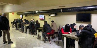 Eskişehir'de Mühürlü Dernek Binalarında Kumar Oynayan 113 Kişiye 506 Bin 918 Lira Ceza