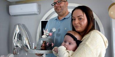 Sağlık Bakanlığının Sahip Çıktığı Yabancı Çiftin Bebeği Alicia'nın Birinci Yaşı Kutlandı