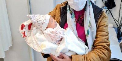Mersin'de Karaciğer Ve Bağırsağı Dışarıda Doğan Miray Bebek Sağlığına Kavuştu