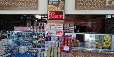Konya'da Fırıncıdan İhtiyaç Sahiplerine Askıda Ekmek Uygulaması