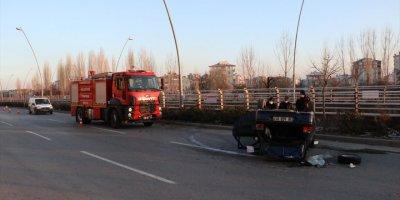 Kayseri'de Ağaca Çarpan Otomobil Ters Döndü
