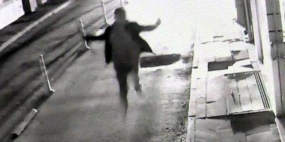 Aksaray'da Şehir Zorbası Güvenlik Kamerasına Yakalandı
