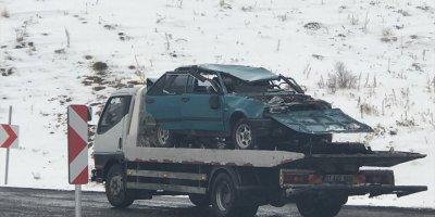 Niğde'de Şarampole Devrilen Otomobildeki 2 Kişi Öldü, 1 Kişi Yaralandı