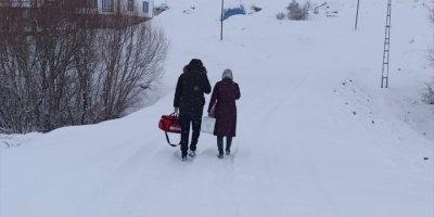 Kayseri'de Kırsalda Kar Nedeniyle Dışarı Çıkamayan Yaşlılar Evinde Aşılanıyor
