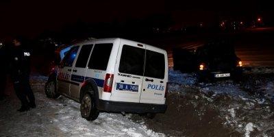 """Kayseri'de Polisin """"Dur"""" İhtarına Uymayan Şüpheliler Kaza Yaparak Yakalandı"""