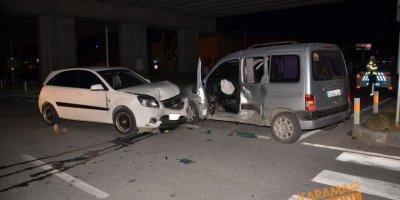 Antalya'da hasarlı trafik kazasına karışan aile gazetecilere saldırdı