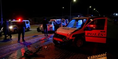 """Kayseri'de """"dur"""" ihtarına uymayan sürücü, otomobiliyle polis aracına çarpınca yakalandı"""