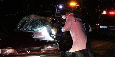 Niğde'de Kamyonete Arkadan Çarpan Otomobilde Bir Kişi Öldü