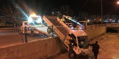 Kayseri'de Kontrolden Çıkan Kamyonet Kanala Uçtu