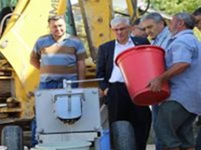 Karaman Köylerine Üzüm Sıkma Makineleri Dağıtılıyor