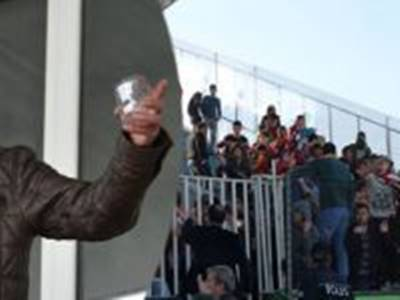 Karamanlılara Su Bardağı Atmıştı