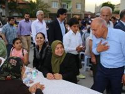 Vatandaşlar Karaman Belediyesi İftar Sofrası'nda Buluşuyor