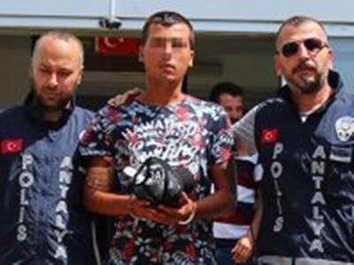 Antalya'da İş Yeri Faresi Güvenlik Kamerasına Takıldı