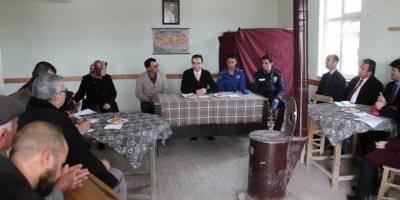 Karaman Ayrancı İlçesi Kaymakamı Köydeki Vatandaşlarla Bir Araya Geldi