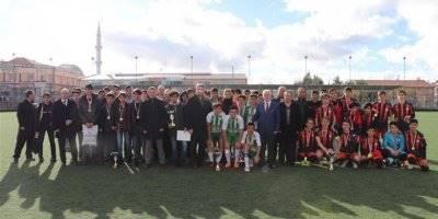Karaman'da Okullararası Futbol Müsabakalarının Şampiyonu Spor Lisesi Oldu