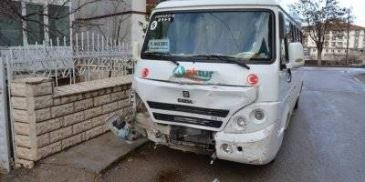 Aksaray'da Öğrenci Servisiyle Kamyonet Çarpıştı