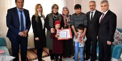 Evde Eğitim Gören Hatice Nur, Karne Gününde Yalnız Bırakılmadı
