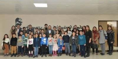 KMÜ Çocuk Üniversitesi Öğrencilerinden Rektör Akgül'e Ziyaret