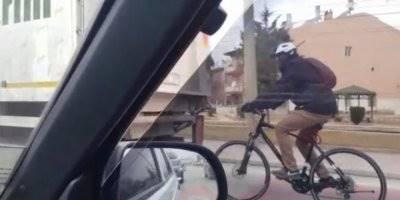 Konya'da Bisikletle Kamyon Arkasındaki Tehlikeli Yolculuk Hayrete Düşürdü