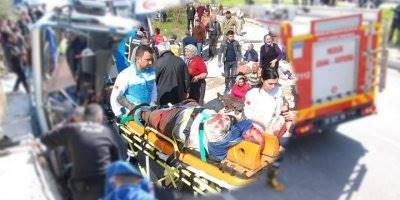 Mersin'de Tarım İşçilerini Taşıyan Midibüs Devrildi: 4 Ölü, 22 Yaralı