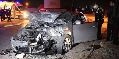 Konya'da Hafif Ticari Araç İle Otomobil Çarpıştı: 8 Yaralı