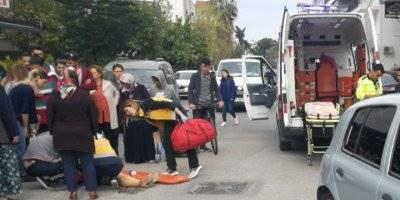 Antalya'da Otomobil Yayalara Çarptı: 2 Yaralı