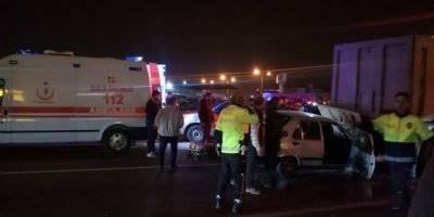 Tarsus'ta Otomobil Tırın Dorsesine Çarptı: 1 Ölü