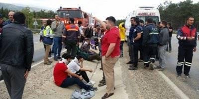 İşçileri Taşıyan Midibüs Kaza Yaptı: 11 Yaralı