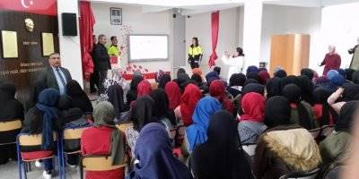 Konya'da Öğrencilere Polislik Mesleği Tanıtıldı