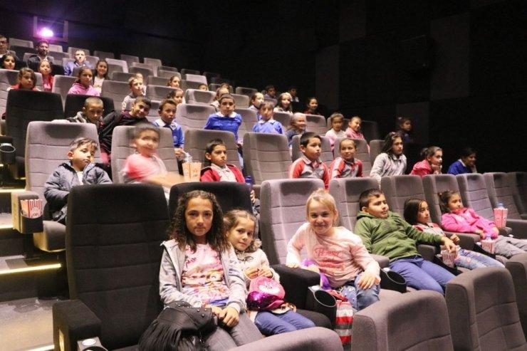 Aksaray'da Miniklerin İlk Sinema Heyecanı