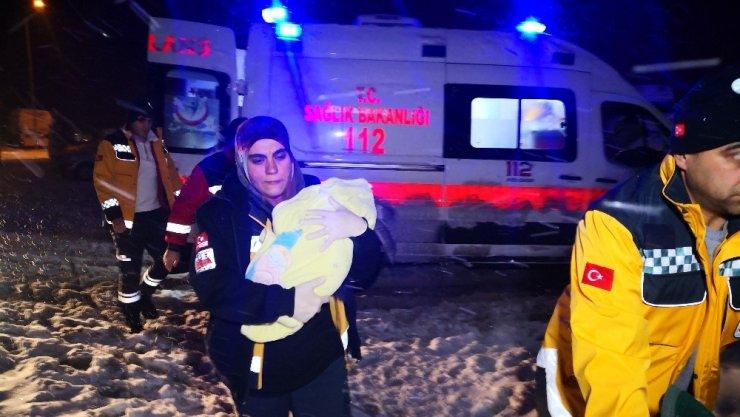 Aksaray'da Kardan Yolları Kapanan Köyde Kar Paletli Ambulansta Doğum