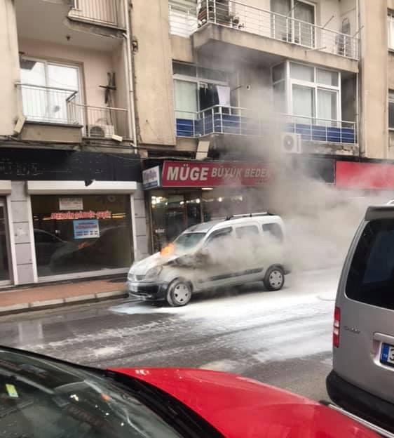 Mersin'de Seyir Halindeki Araç Birden Alev Topuna Döndü
