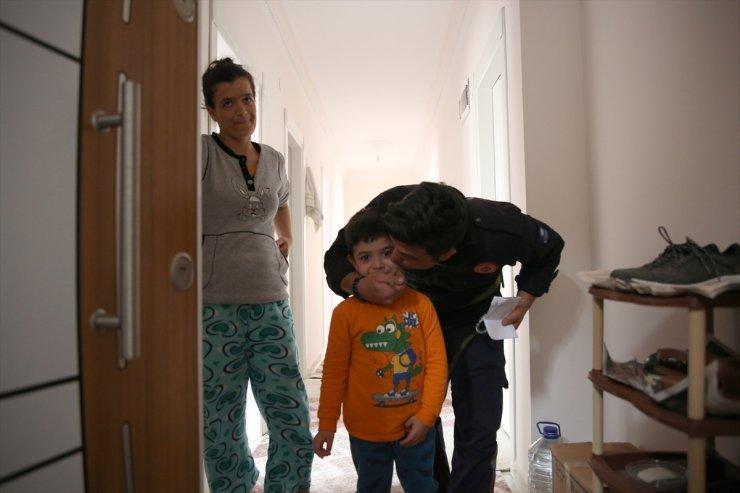 Antalya'da Evde Mahsur Kalan Çocuğun İmdadına İtfaiye Yetişti