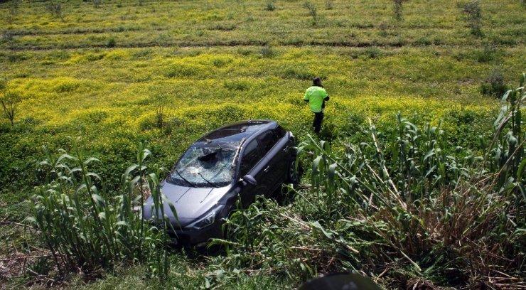 Antalya'da Otomobil Şarampole Yuvarlandı