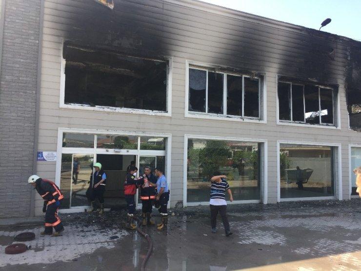Mersin'de Strafor Fabrikasında Yangın Çıktı