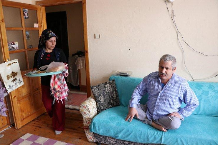 Niğde'de Kas Hastası Eşine 6 Yıldır Özveriyle Bakıyor